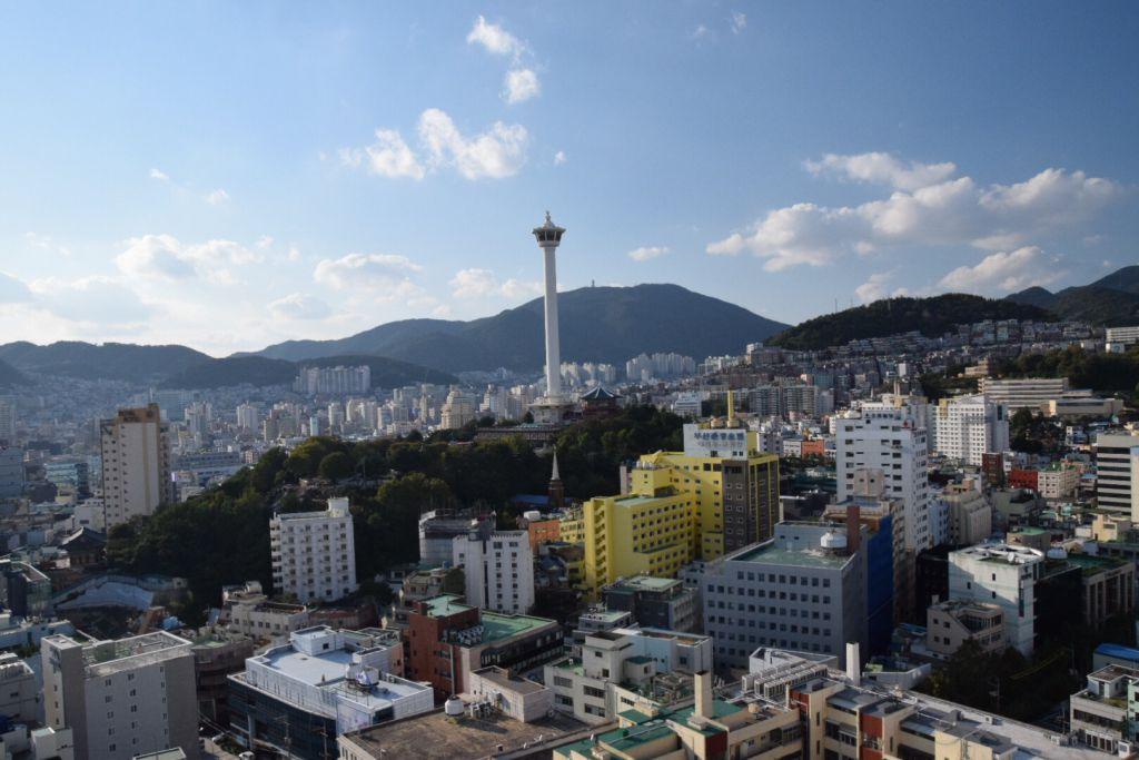 Vergeet die toren in de verte, vanaf Lotte Department Store heb je al perfect uitzicht