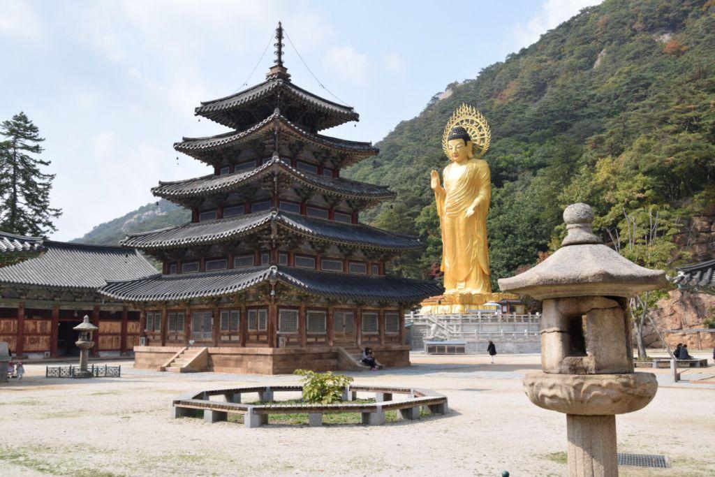 Palsangjeon pagode en Geumdongmireukdaebul boeddha
