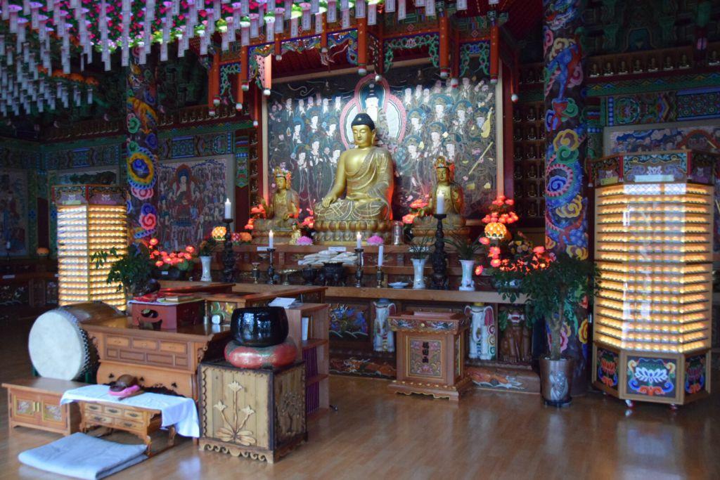 Buddha tempel aan de voet van Sunrise Peak