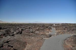 Pad over de lavastromen naar de grotten